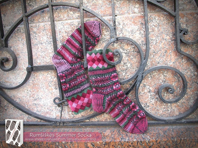 lkct_rumsiskes_in_summer_socks_img_5303-logolarge_medium2